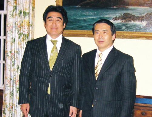 在エディンバラ日本国総領事館 田良原総領事とWSD総裁の半田氏
