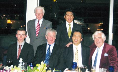 エディンバラ大学にて式典の後、大学関係者とWSD総裁の半田氏